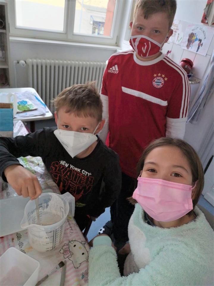 Gips-, Grusel- und Wanderspaß in der JJ-Betreuung der Stadtschule in Butzbach